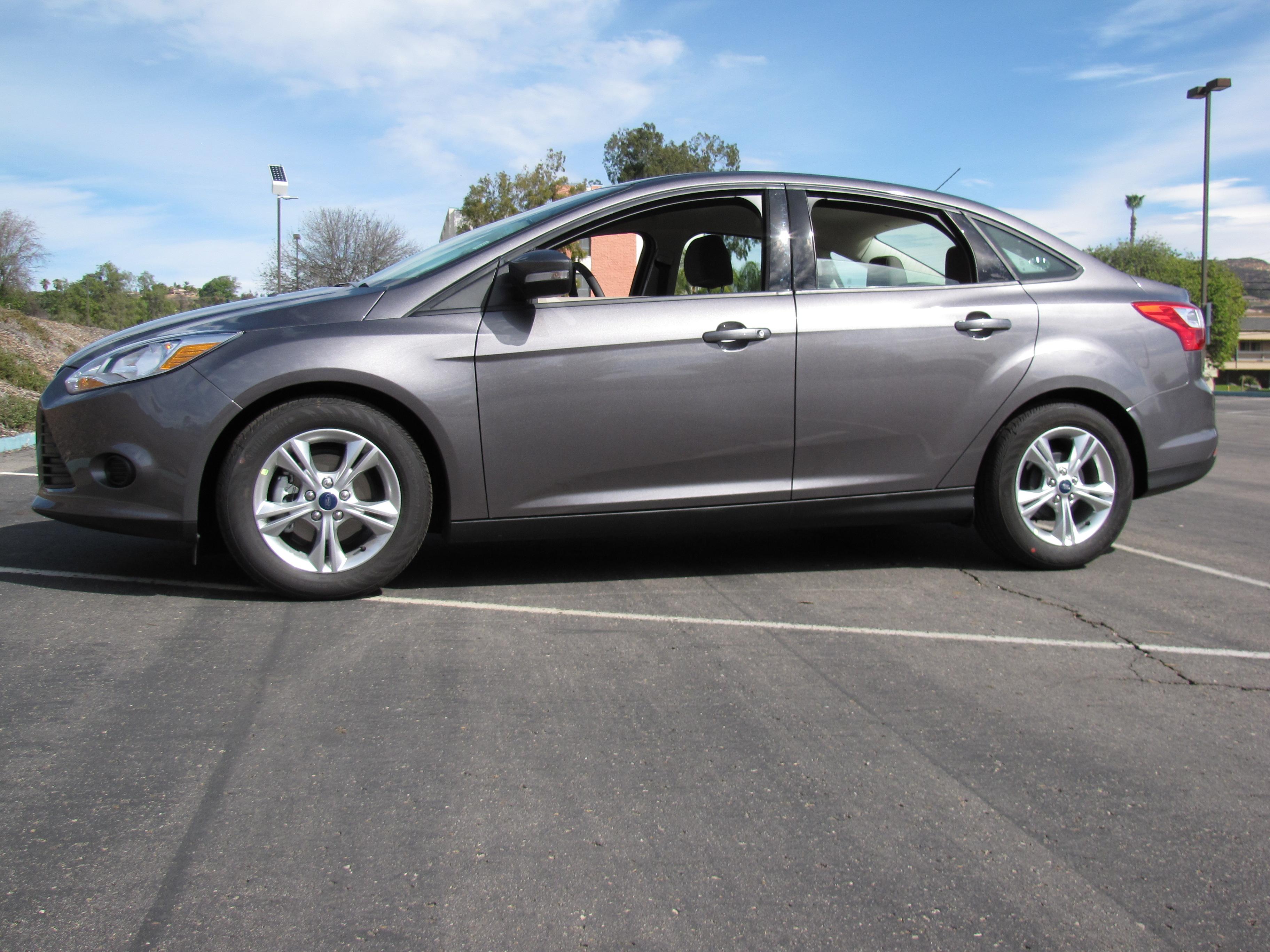 2014 ford focus se manual hatchback